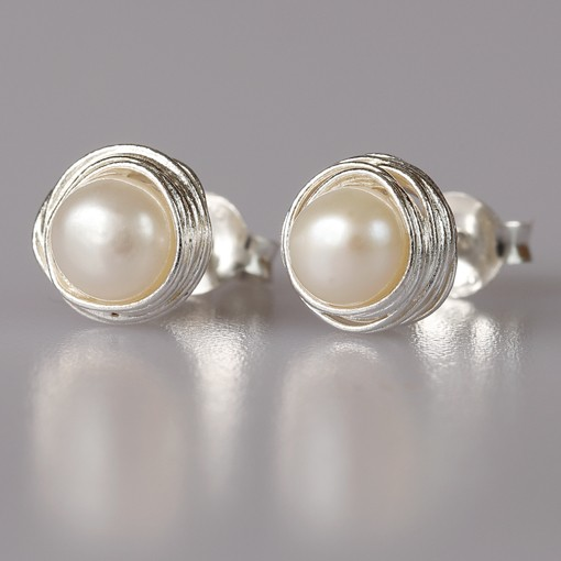 Stud Earrings with Freshwater Pearl