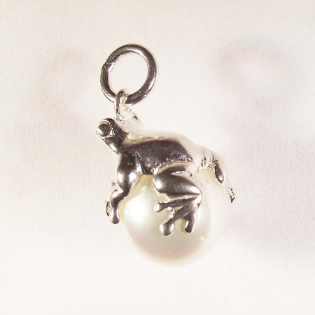 Frog on Pearl Pendant